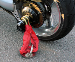 Anti-Pinch Pin Rear Axle Fitting on a Triumph with 0.7m Chain